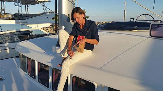 solopreneurin-auf-yacht